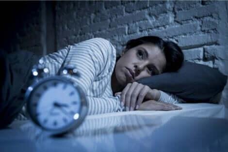 Gece kaygısı yaşayan kadın