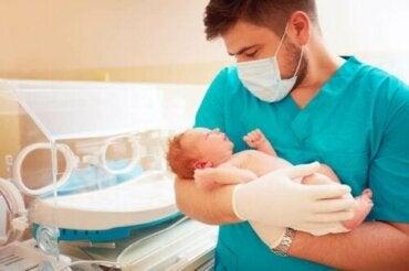 Prematüre Bir Bebek Hastanede Ne Kadar Kalmalıdır?