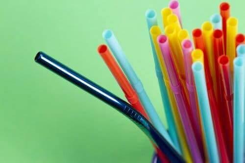 renkli plastik pipetler