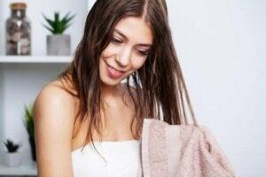 Yağlı Saçların Bakımı İçin Ne Yapmak Gerekir?