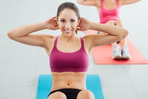 egzersiz yapan kadın mat