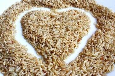 Esmer Pirinç Salatası: Lezzetli ve Düşük Kalorili