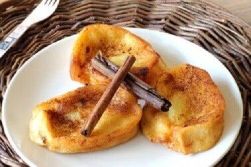 İçleri doldurulmuş Fransız usulü tostlar.