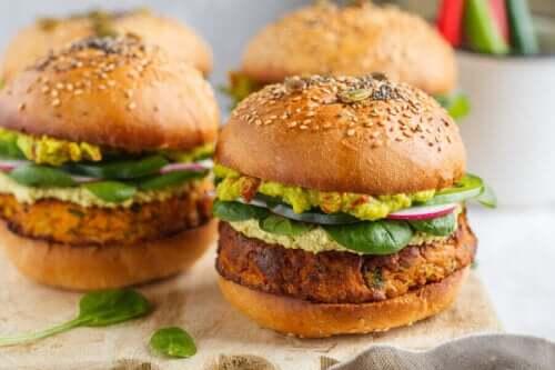Lezzetli Sebze Burgerler Yapmanın 2 Yolu