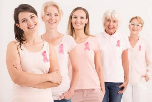 Meme kanserini atlatmış kadınlar.