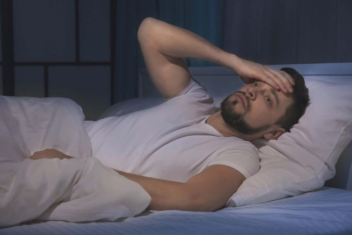 uykusuzluk çeken bir adam