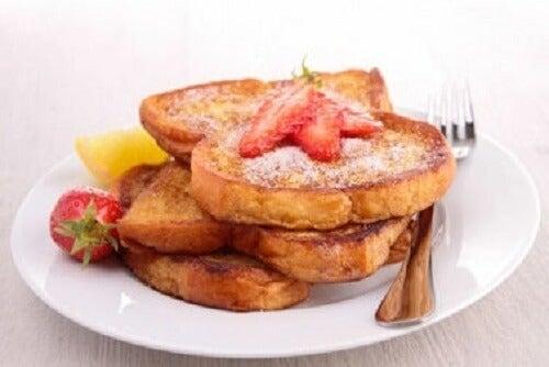 Bir tabak vegan Fransız usulü tost.