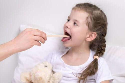 Çocuklarda Larenjit: Belirtileri ve Tedavisi