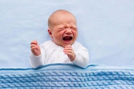 Şiddetli ağlayan bebek