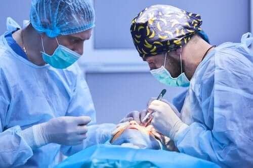 Katarakt Ameliyatı: Nasıl Bir Yöntem?
