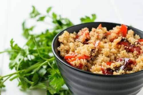 Kinoalı Fırınlanmış Sebze Salatası