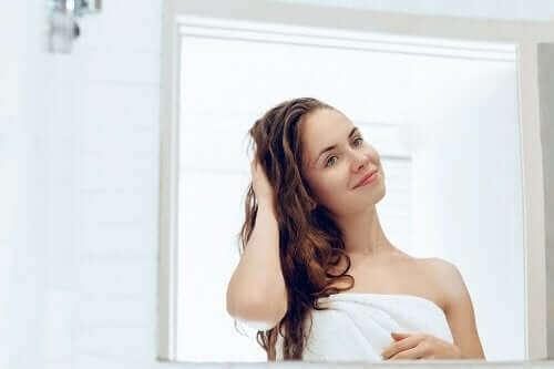 Doğal Olarak Kuru Olan Saçlar İçin 5 Tedavi