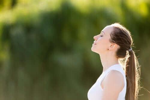 Kontrollü Nefes Alma: Nedir ve Nasıl Uygulanır?