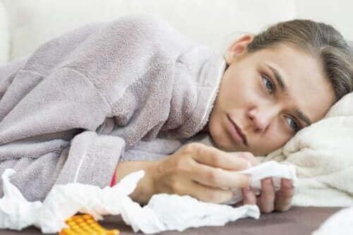Pulmoner tromboembolizm semptomları gösteren bir kadın.