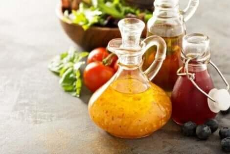 Kinoalı salata için farklı soslar