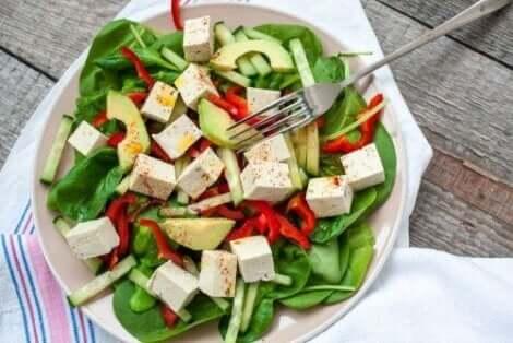 Karışık salata tabağı