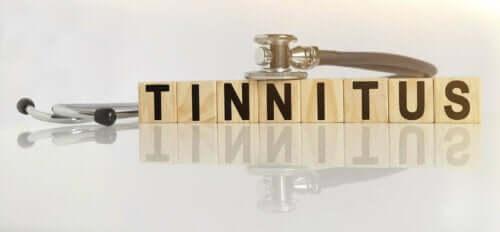 Tinnitus yazısı ve steteskop