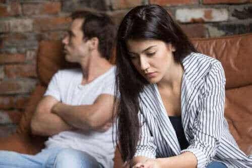Eşiniz Mesafeli Davrandığında Ne Yapmalısınız?