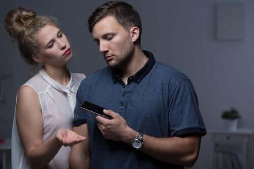 telefonlu adama küsen kadın