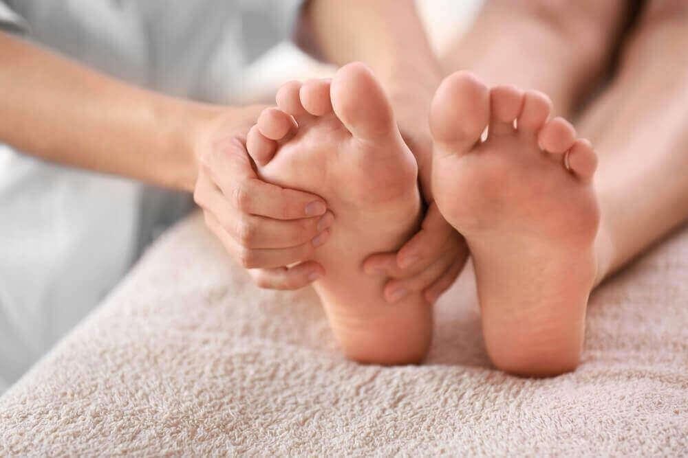 ayaklara masaj yapmak