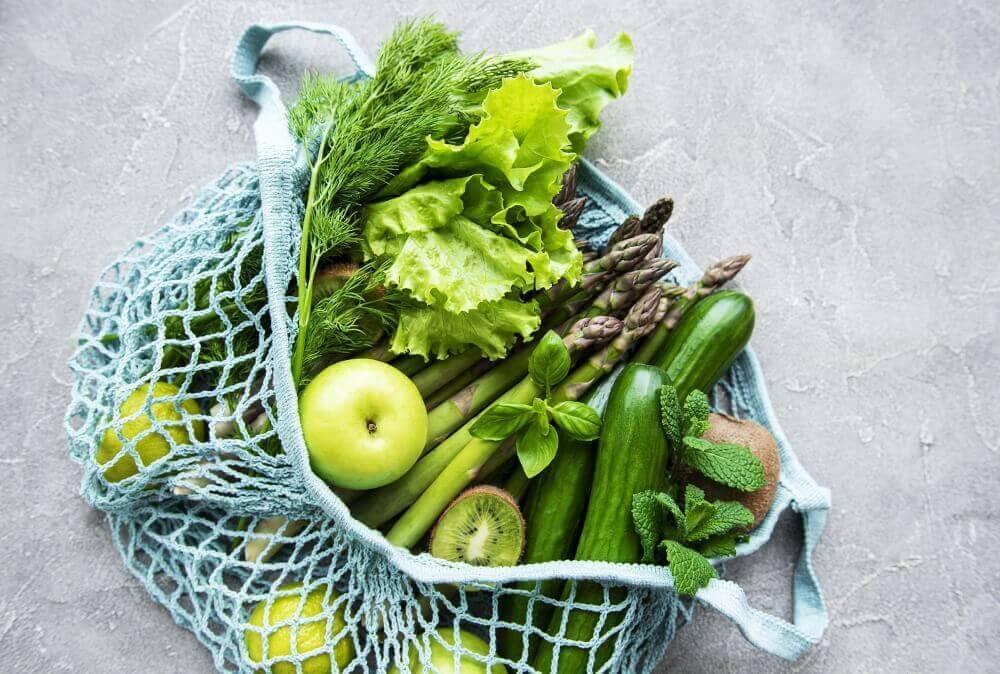 file torbada yeşil meyve ve sebzeler