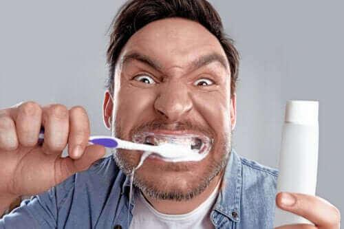 Bleachorexia: Beyaz Diş Takıntısı
