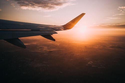 gün batımı ve uçak kanadı