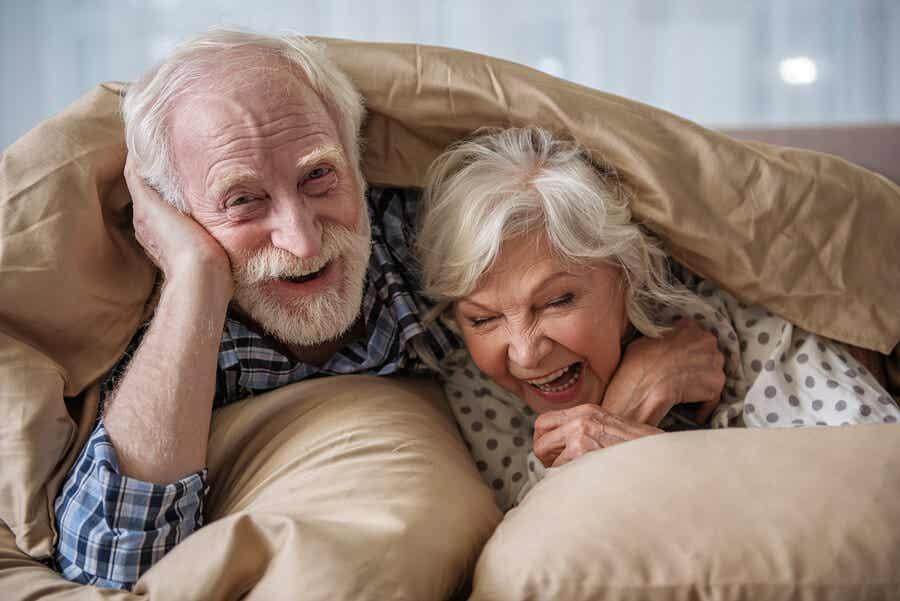 yaşlı mutlu çift