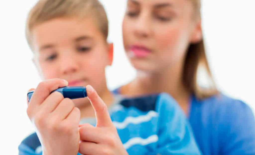 Çocuklar çikolata yemeli mi? Bir anne, çocuğunun insülin seviyelerini kontrol etmesine yardımcı olur.
